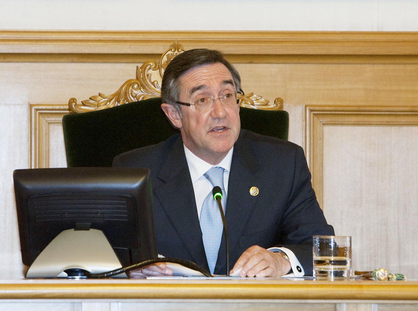 O novo alcalde durante o seu discurso.