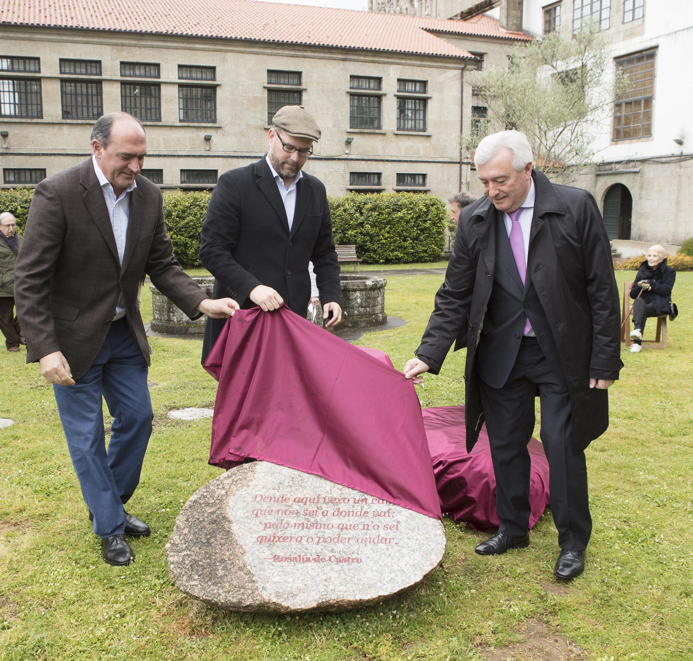Descubrimento da pedra dedicada a Rosalía de Castro.