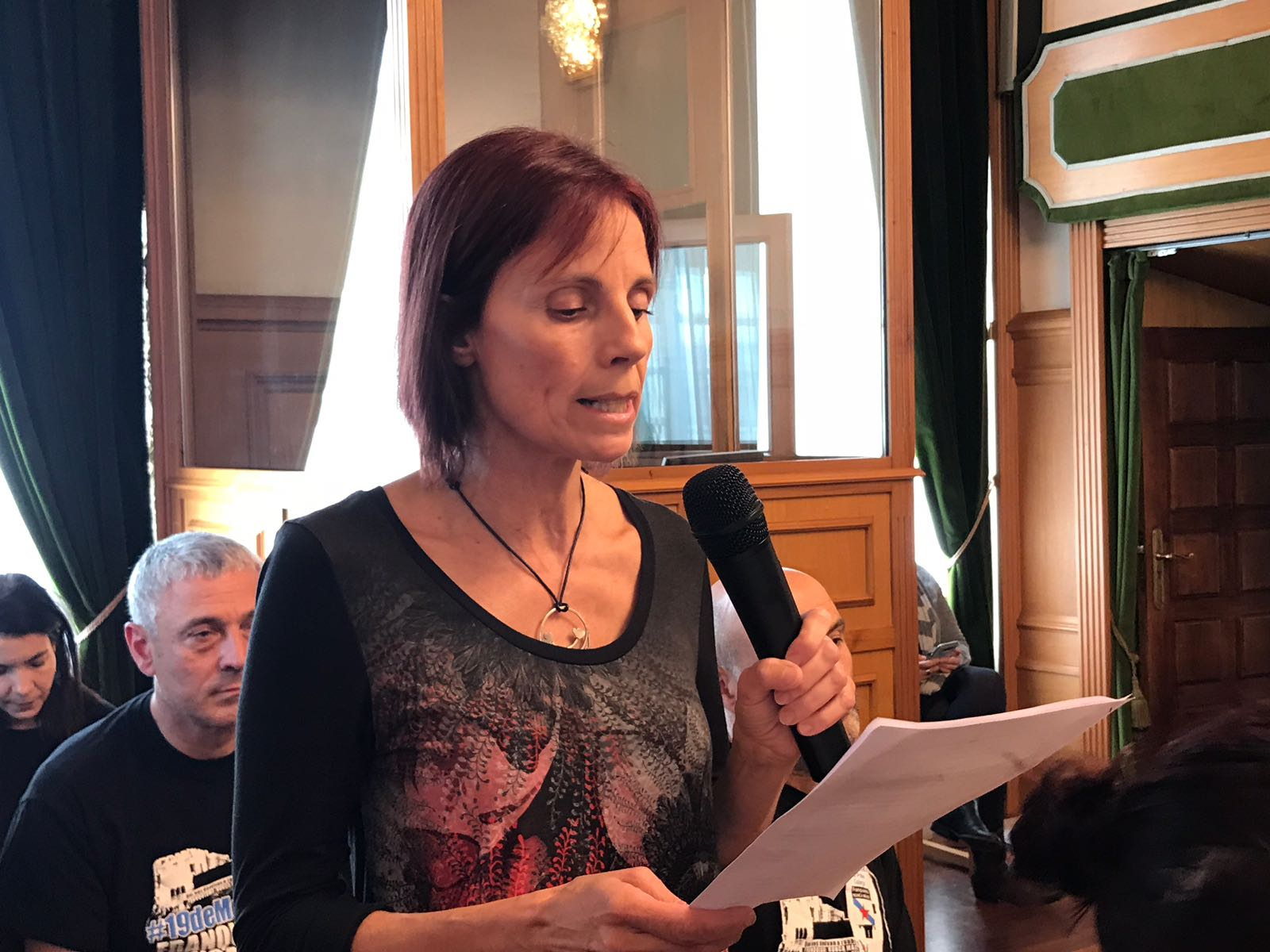 Intervención no Pleno de Esther Martínez en nome da comunidade educativa do CEIP de Roxos.