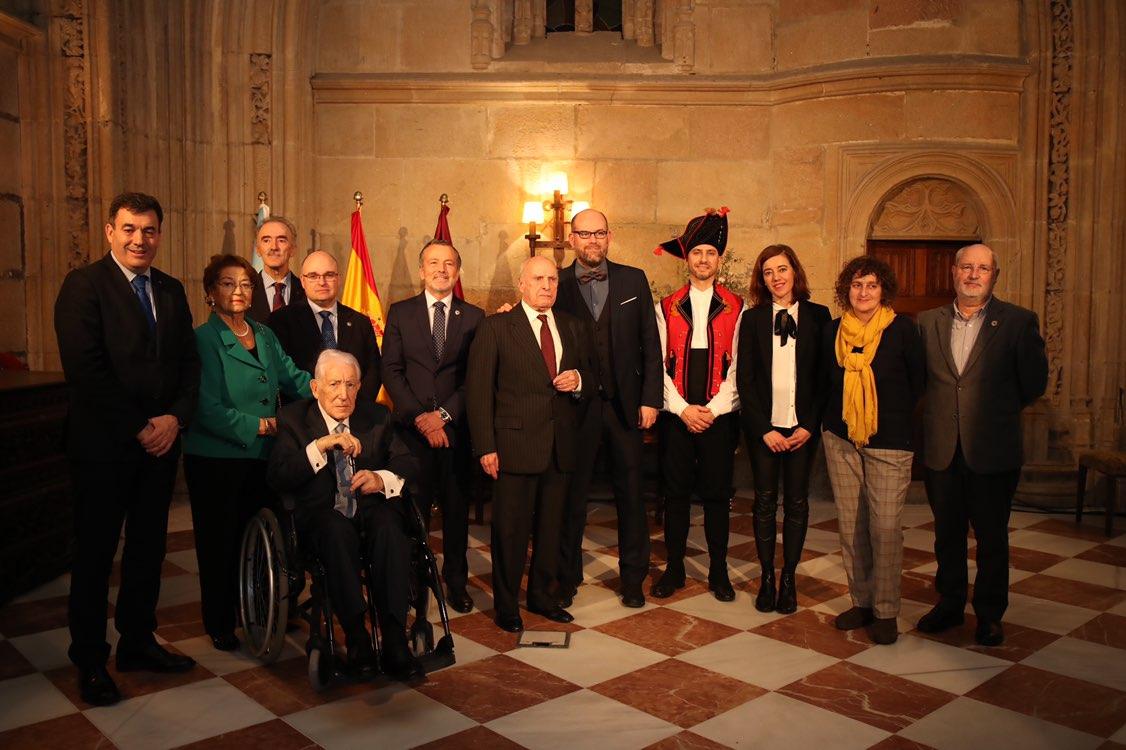 Outra foto de grupo cos galardoados.