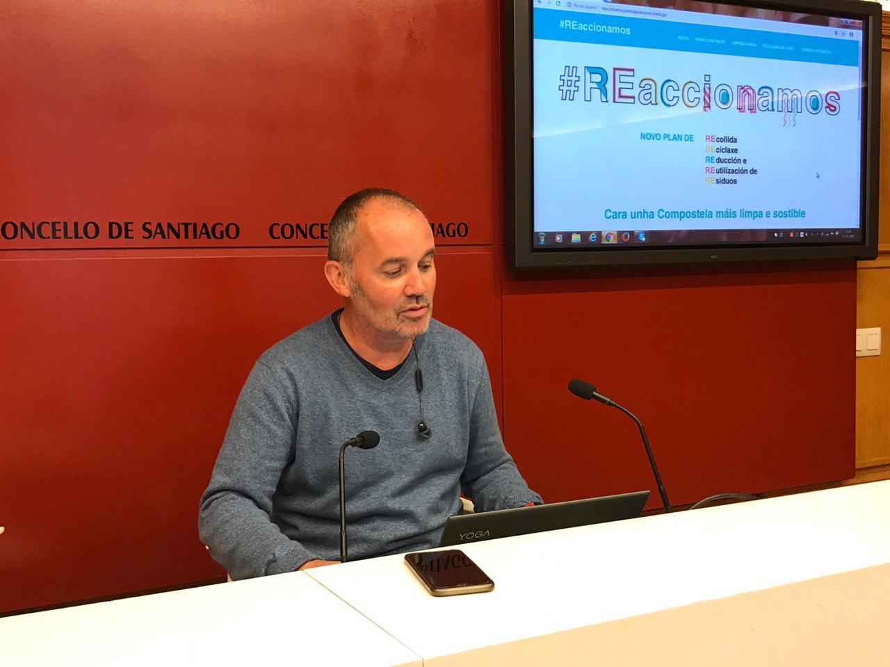 Xan Duro presentou en rolda de prensa a páxina web reaccionamos.santiagodecompostela.gal.