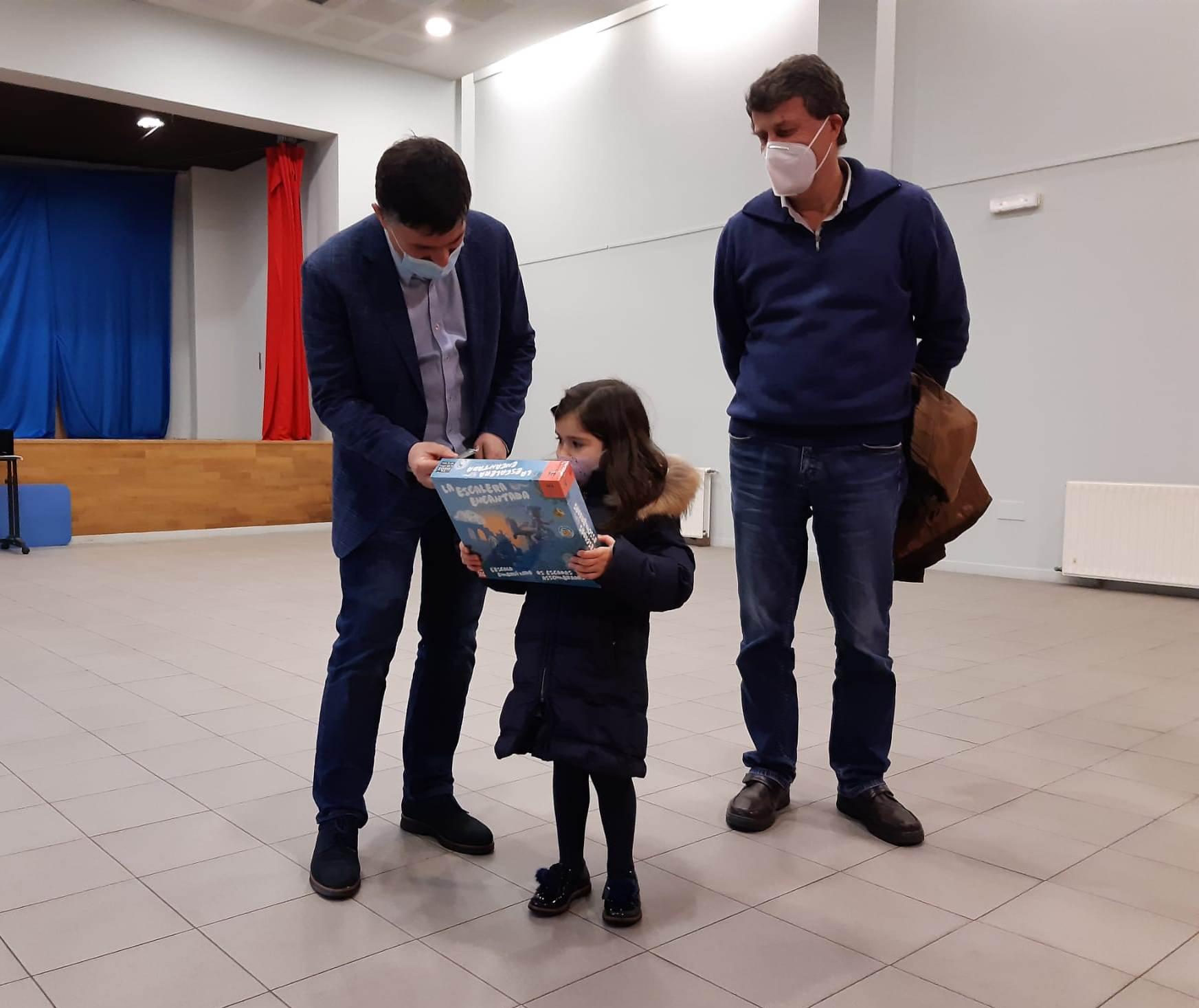 Javier Fernández e o técnico resonsable de CSC, Enrique Vázquez Naveira, durante a entrega do premio da modalidade de familia